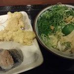 [衛生的にヤバイ!]丸亀製麺に行ったら生鶏肉を触った手でご飯をよそっていた