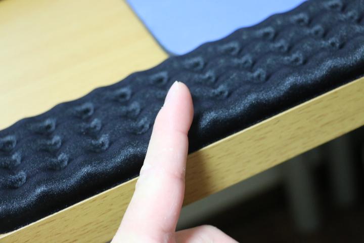 【机の角で手首が痛い】キーボード用クッションを敷いたら痛くない!