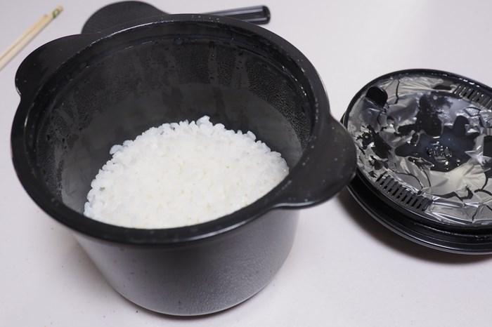 レンジでご飯が炊けるレンジ炊飯器「ちびくろちゃん」 米の芯が残って食べられたものじゃなかった!