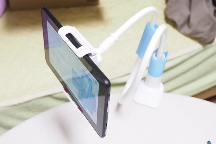 【Fireタブレット】タブレットを机やベッドに固定するアーム 寝ながら動画を見るのにイイ!