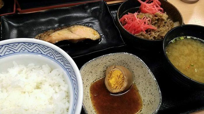 【よしだ飯】吉野屋で一番旨いのは牛鮭定食だと思うんだけど