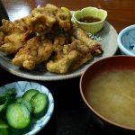 【よしだ飯】三和食堂でスパイシーな唐揚げ定食とたまろんスティック