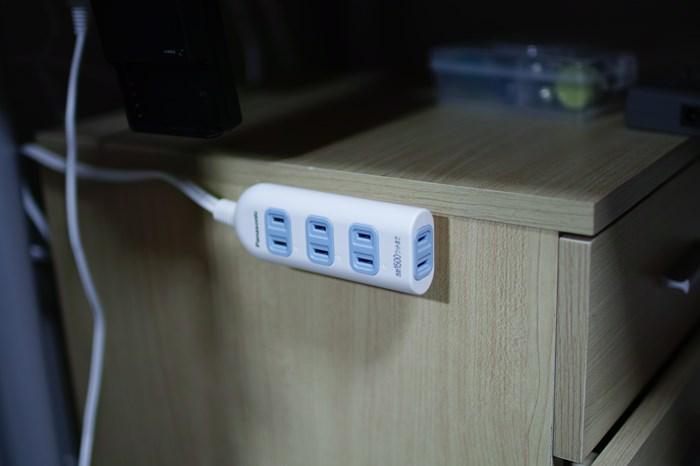 電源タップ・延長コードを磁石やネジで固定するための便利グッズ